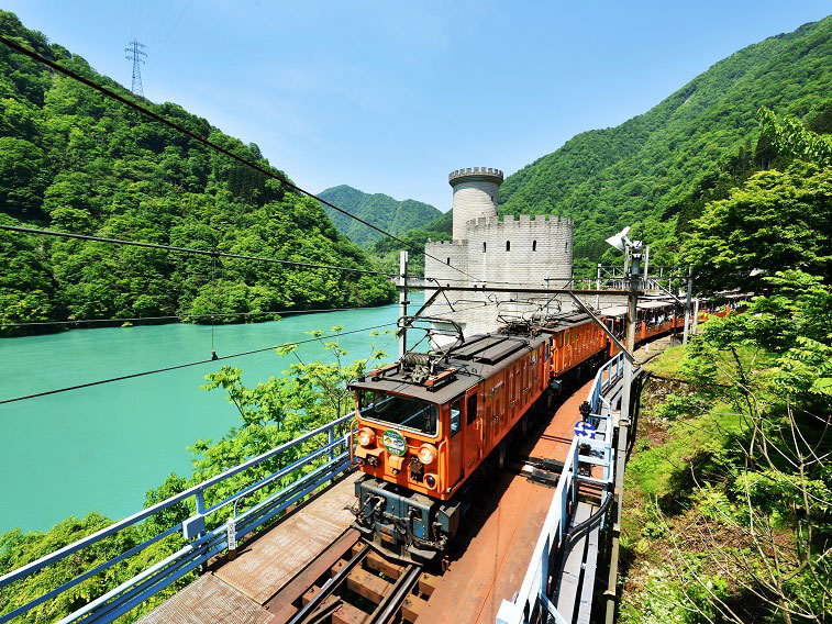 Kurobe Gorge Railway_4