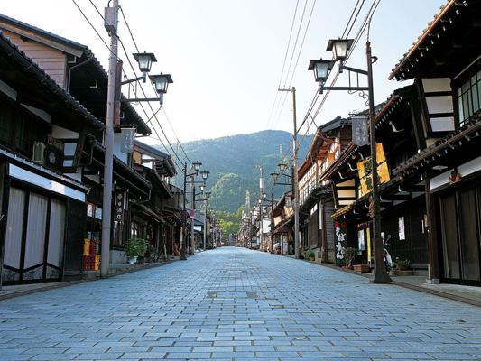 井波(八日町老街)